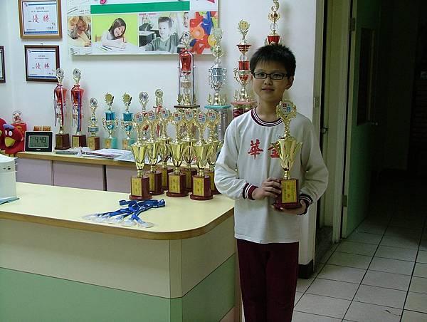 第12屆國際盃數學競賽_優等獎_又見曹大帥_得獎不是矇到的喔.JPG