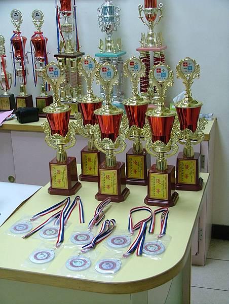 第11屆國際盃數學競賽_優等獎_還有四個現場已領走了.JPG