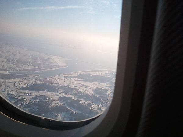機艙外的Korea 一片雪白 (2).jpg