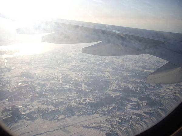 機艙外的Korea 一片雪白 (6).JPG