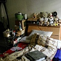 亂)床頭櫃+床+料理區