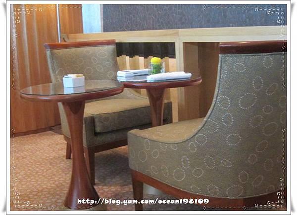 桌椅2.jpg