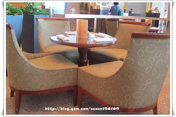 桌椅1.jpg