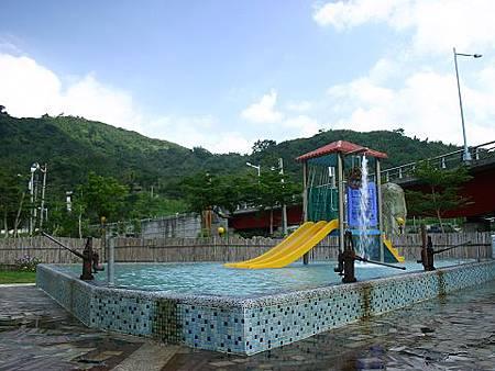超炫的兒童戲水池