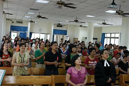 垂恩父母及蒙恩教會會友參加垂恩受洗禮拜
