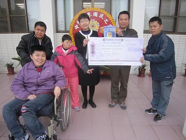 范鋼明副主任代表捐贈