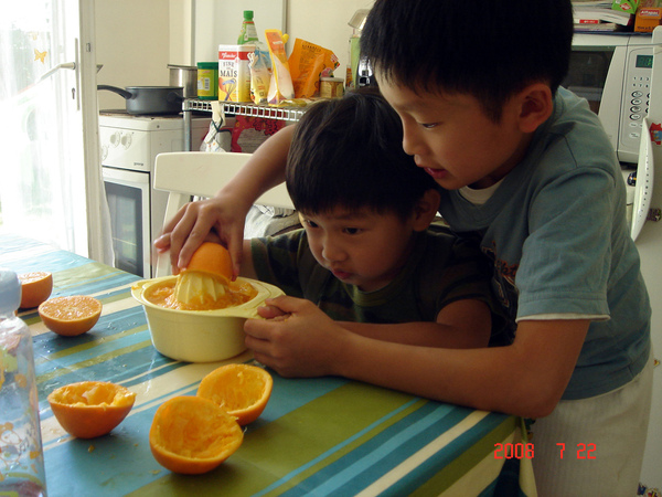 making-orange-juice.jpg
