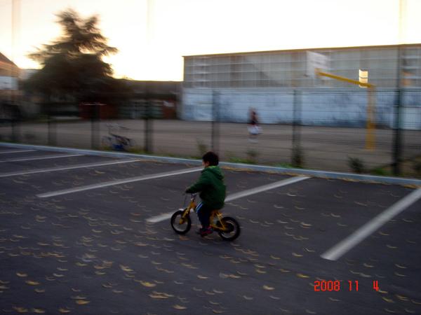 弟學會騎車.jpg