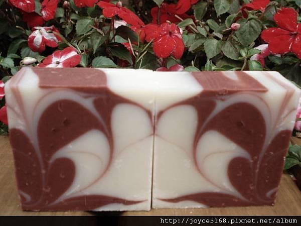 紅珊瑚萱染皂3.jpg