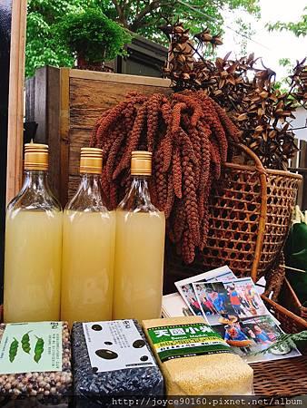 除了體驗活動,蓋亞那一家人也會在台東市集擺攤,賣小米、樹豆與小米露.JPG