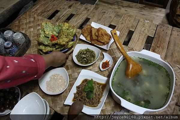 小米飯的眾多配菜,布農族家常餐桌