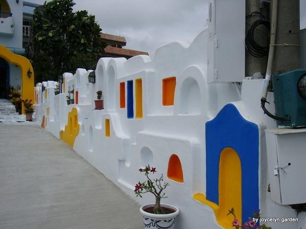 希臘風情民宿大門側牆
