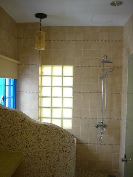 浴室一景-淋浴