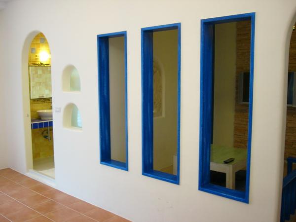四人房與小客廳隔牆