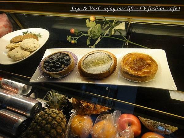 20110313 EMPORIO ARMANI~ Lure Vogue fashion cafe11.jpg
