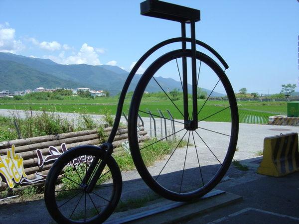 池上大坡池旁的大型腳踏車圖示