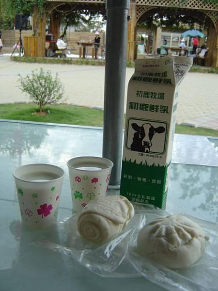 初鹿牧場的鮮奶饅頭 包子 及鮮奶