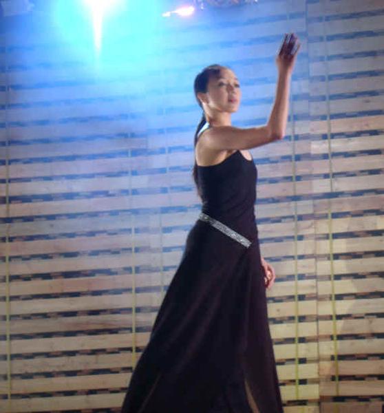 18尤其是最後的一支舞,生體所展現的姿態宛如是一件藝術品.jpg