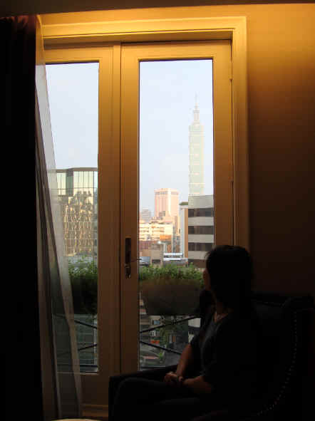 坐在窗邊的91在臨摩貴婦名媛的FU.jpg