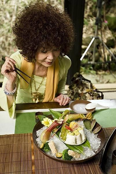 片中呈現蔬食料理之美 令人食指大動 圖為綜合蔬菜卷(小)