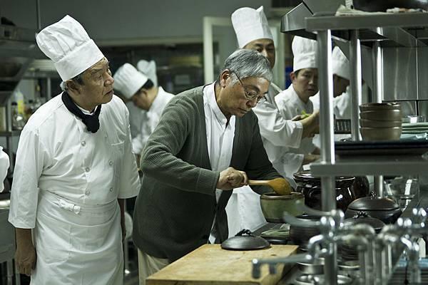 曾江用陶鍋烹煮茄鯗