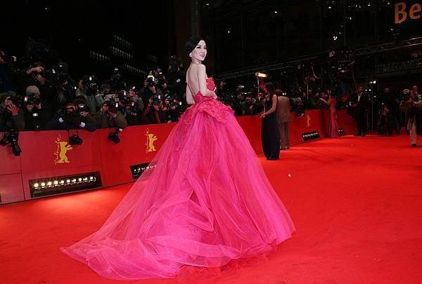霍思燕出席第62屆柏林影展開幕式紅毯4