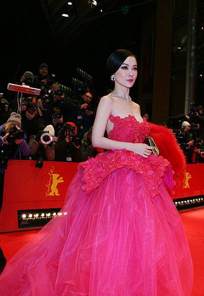 霍思燕出席第62屆柏林影展開幕式紅毯5