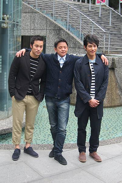 張孝全(左)導演曹瑞原和藍正龍(右)出席飲食男女-好遠又好近媒體茶敘