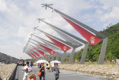 (蘭陽博物館)紀念「石港春帆」的帆型燈柱.JPG