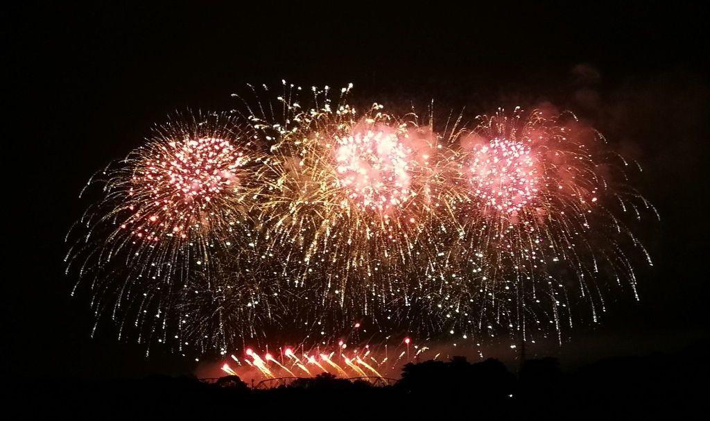 國慶焰火今晚試放1500發 屏東夜空美極了 國慶焰火今晚試放5分鐘 照亮高屏夜空
