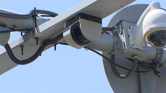 雷射感應裝置,越線、闖紅燈都無所遁形.jpg