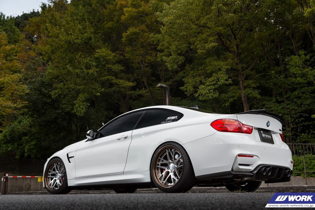 BMW M4 on WORK Gnosis CVX 0.jpg