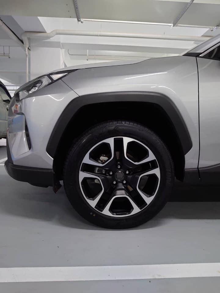 RAV4車主採用  SIwheels 型號TU13D  19inch 旋壓製成 11.5公斤鋁圈