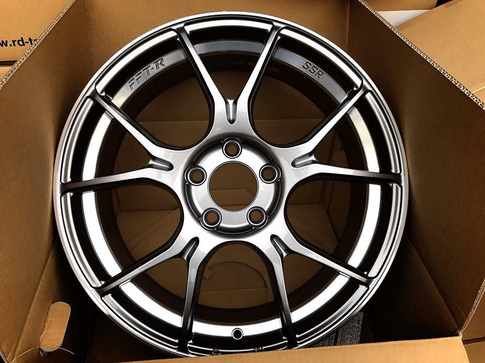 "GTX系列均採用SSR獨家""FFT-R""技術打造而成,成就極輕的重量及高剛性的鋁圈。16""-19""、GLOSS BLACK亮黑/DARK SILVER霧銀 雙色可供選擇!"