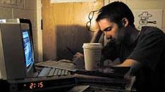 健安丰久仙工作繁忙,經常熬夜加班,睡眠不足,疲勞過度