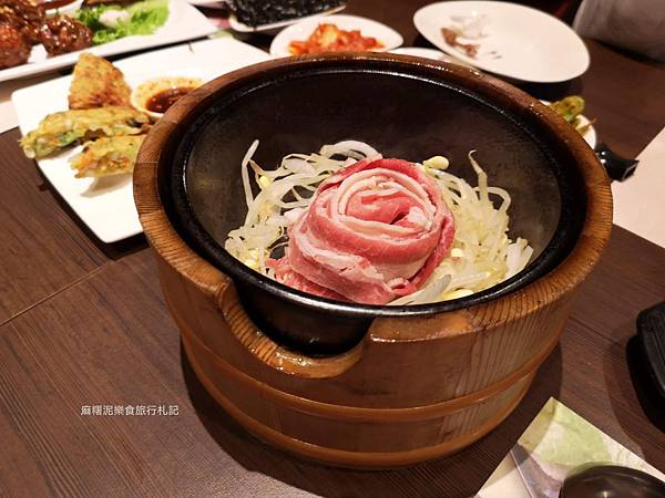 台中文心秀泰裡的韓式料理,小菜無限供應|涓豆腐 文心秀泰店
