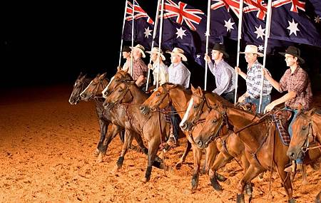 the-australian-outback-spectacular-surfers-paradise-australia+1152_12731830620-tpfil02aw-19410.jpg