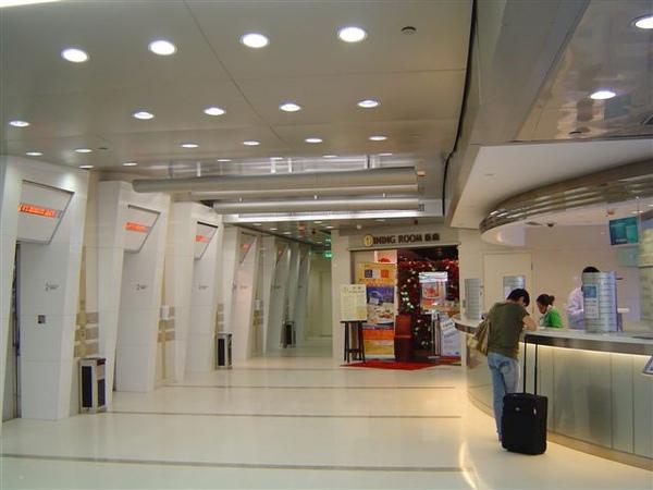 快捷假日lobby.JPG