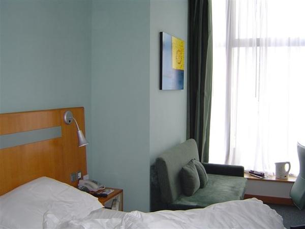 房間很簡單.JPG