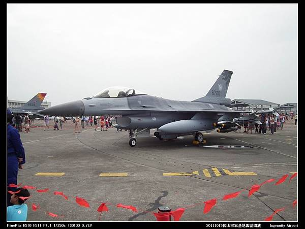 20111015岡山空軍基地-F16與幻象2000V05.JPG