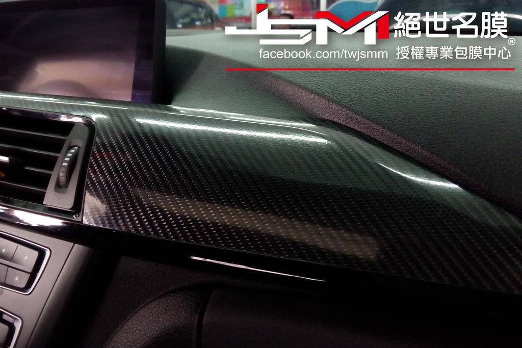 BMW 內裝6D卡夢 (1).jpg