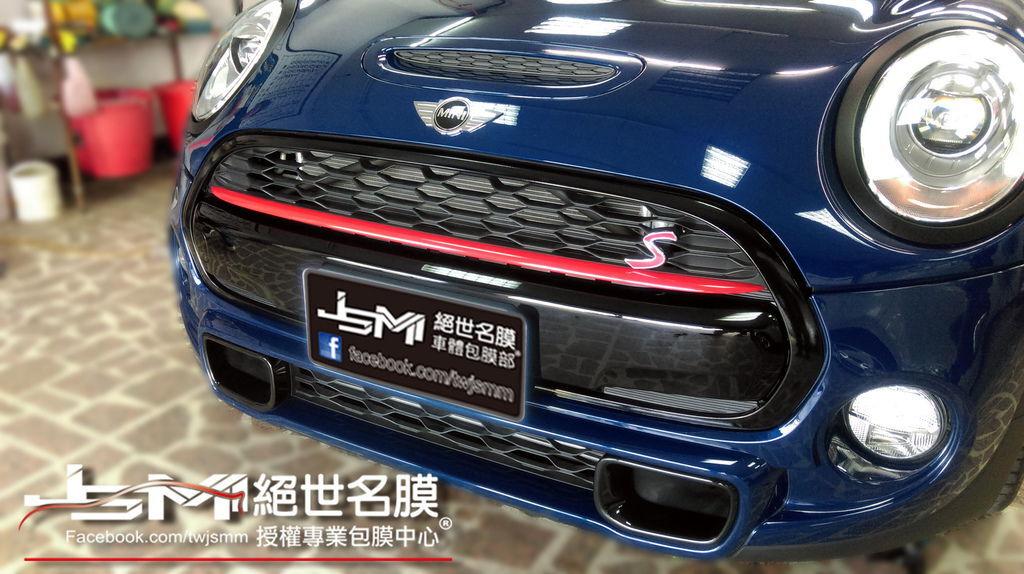 1040629-MINI COOPERS藍局部包膜 氣壩+手把+油箱+頭燈外框 (2).JPG