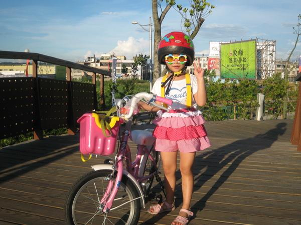 蜜糖姊姊騎單車