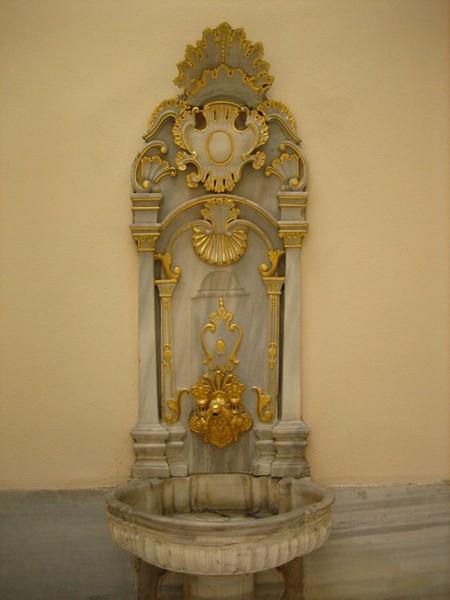 既然是皇宮當然連水龍頭都要是黃金的!