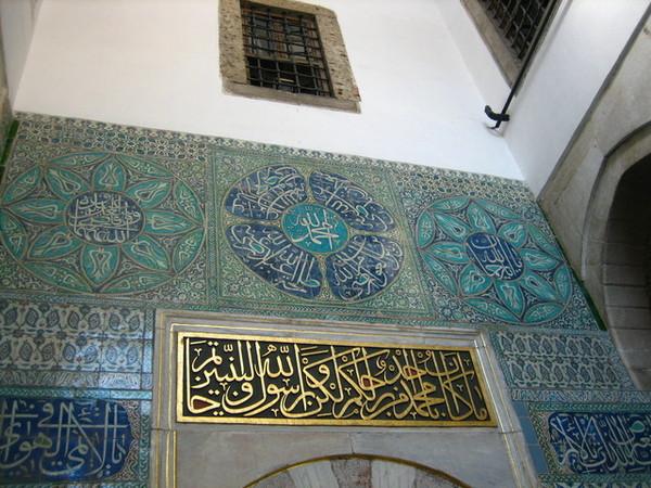 還有充滿伊斯蘭風味的瓷磚裝飾
