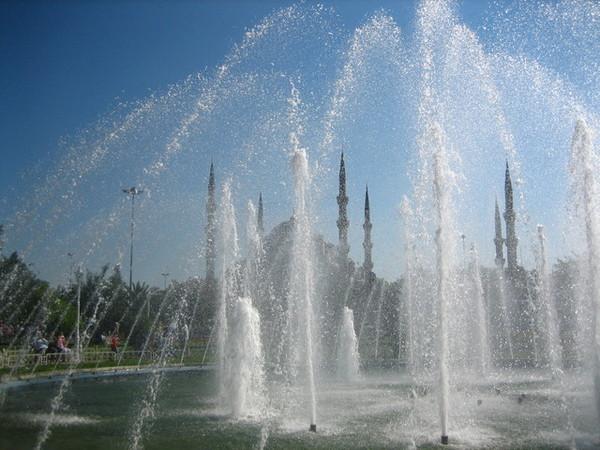 藍色清真寺前的水舞