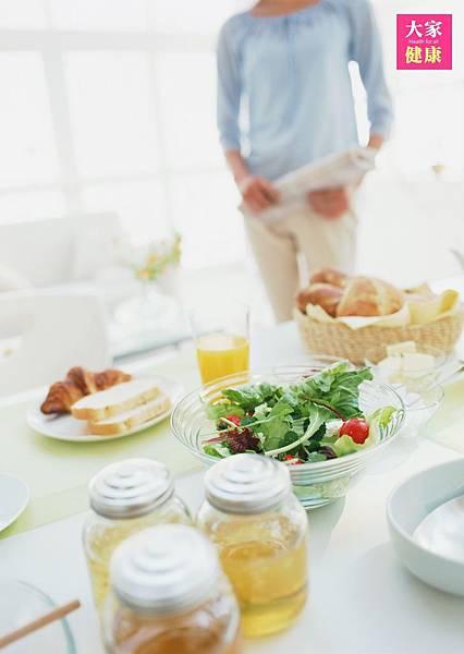 【新聞稿配圖】你更新控制膽固醇的新觀念了嗎(圖/大家健康雜誌提供).JPG
