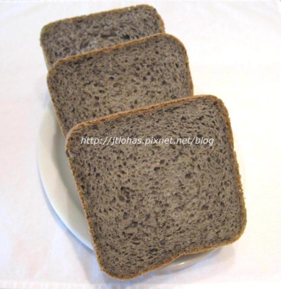 Potato Bread with Black Sesame Seeds-1.jpg