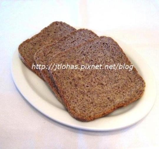Honey Whole Wheat Bread with Flaxseed Meal-1.JPG