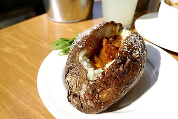烘烤馬鈴薯加肉醬-德州鮮切牛排-2015.1.3.JPG
